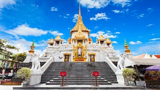 Holiday in Golden Buddha Temple poi in Thailand