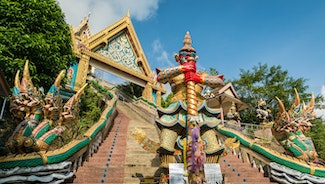 Holiday in Wat Khao Rang poi in Thailand