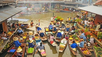Holiday in Amphawa Floating Market poi in Thailand