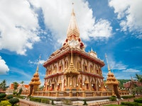 Holiday in Wat Chalong in Phuket poi in Thailand