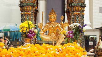 Holiday in Erawan Shrine poi in Thailand