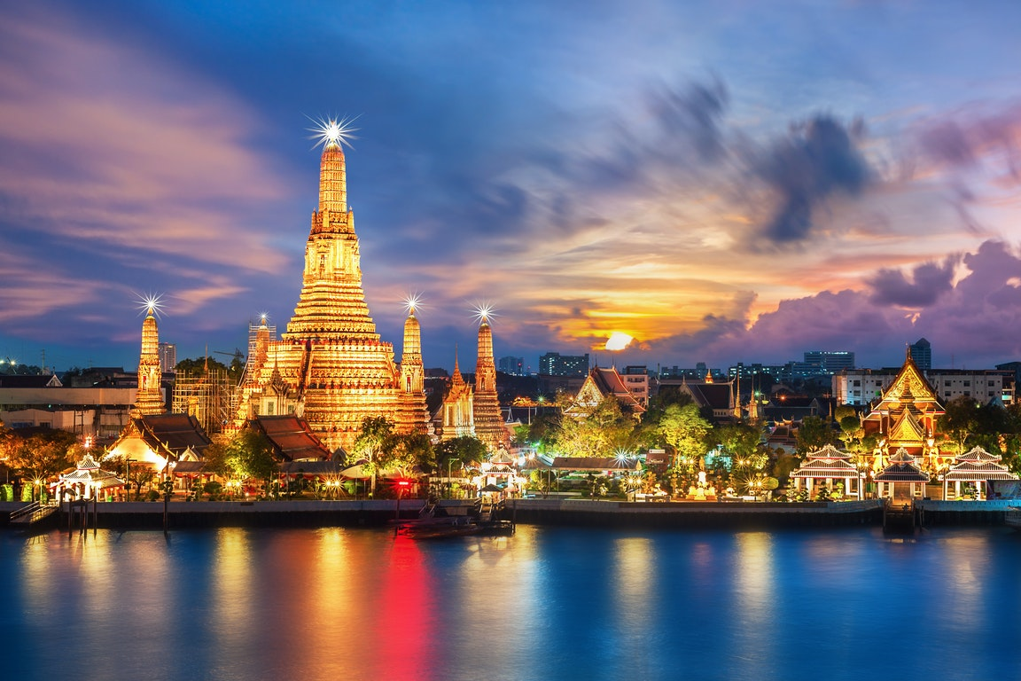 Wat Arun in Bangkok - Temple of Dawn  Thailand Holiday