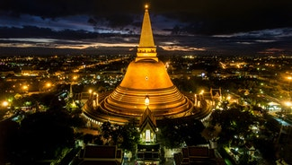 Holiday in Big Golden Temple Bangkok - Wat Saket poi in Thailand