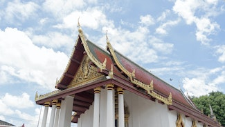 Holiday in Wat Phra Sri Mahathat poi in Thailand