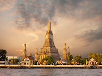 Holiday in Wat Arun in Bangkok - Temple of Dawn poi in Thailand